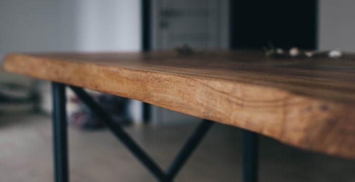 ozola galds ar metāla kājām | Albero Mēbeles