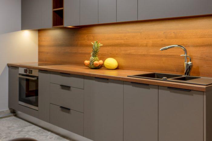 Pelēka virtuves iekārta pēc pasūtījuma | Albero Mēbeles