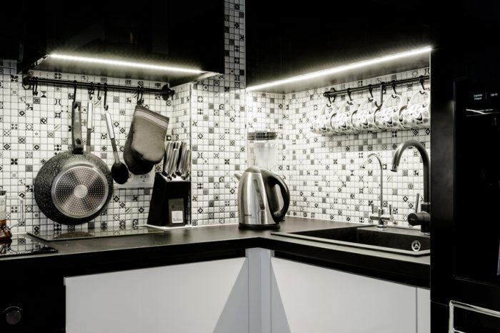 Melnbalta virtuves iekārta | Albero Mēbeles