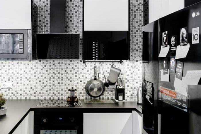 melnbalts virtuves dizains daudzdzīvokļu kompleksā Baltozoli