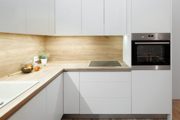 Stūra virtuves iekārta privātmājā