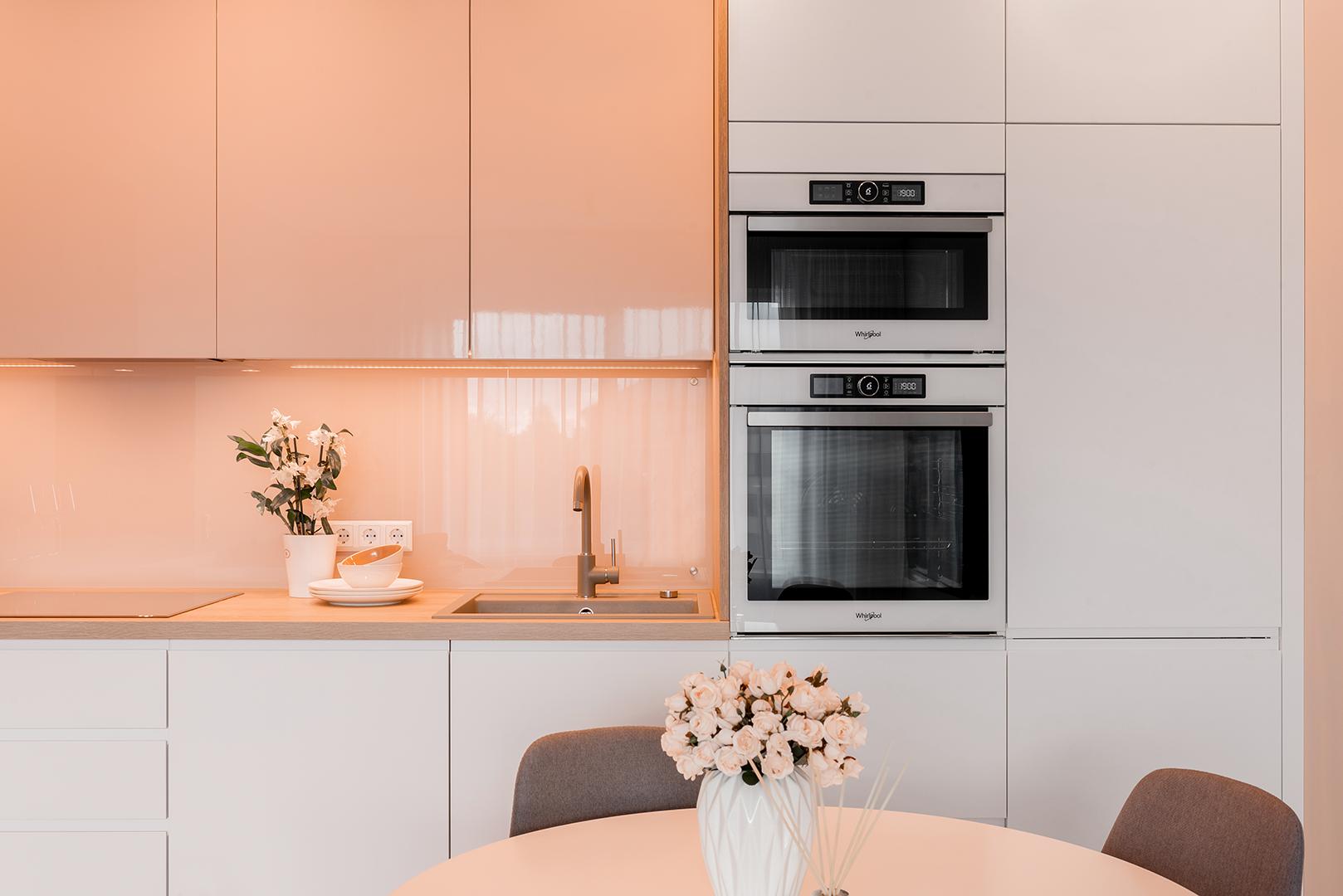Krāsotas MDF fasādes virtuvē | Alberomebeles.lv
