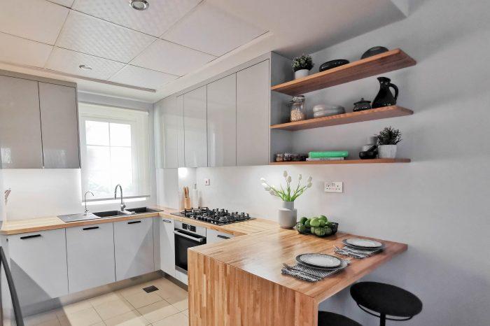 Virtuves iekārta ar Rehau akrila fasādēm | Alberomebeles.lv