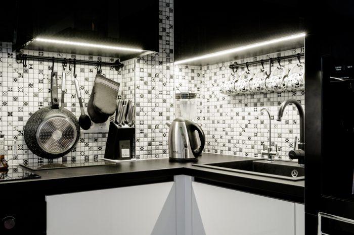 Melnbalta virtuves iekārta   Albero Mēbeles