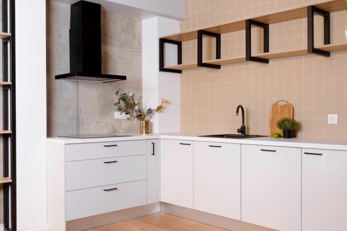Balta virtuves iekārta Baltozolos   Albero Mēbeles